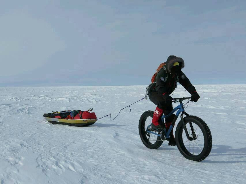 Juan Menendez Granados rides his fat bike toward the South Pole.